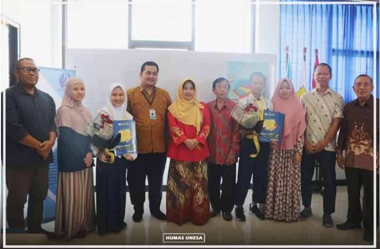 Siswa SMP Lab School Unesa Berhasil Raih Best Performance di Singapura